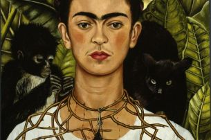 FRIDA KAHLO Selbstbildnis mit Dornenhalsband, 1940 Autorretrato con collar de espinas y colibrí Self-Portrait with Thorn Necklace and Hummingbird Öl auf Leinwand, 62,6 x 47,9 cm Nickolas Muray Collection, Harry Ransom Humanities Research Center, The Unive © Banco de México, Diego Rivera & Frida Kahlo Museums Trust, México, D.F./VBK, Wien, 2010