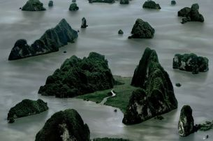 Andreas Gursky, James Bond Island II, 2007. Courtesy Sprüth Magers Berlin London © Andreas Gursky, VG Bild-Kunst, Bonn und Bildrecht, Wien, 2014