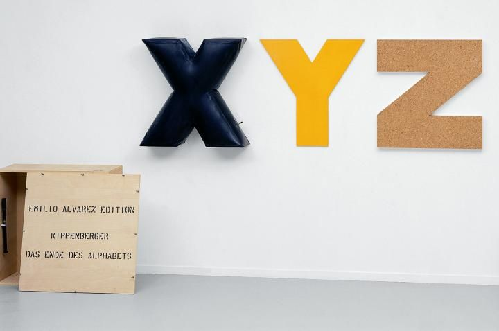 Martin Kippenberger, Das Ende des Alphabets, 1989, Friedrich Christian Flick Collection im Hamburger Bahnhof, Berlin. © Foto: A. Burger, Zürich © Estate of Martin Kippenberger, Galerie Gisela Capitain, Cologne