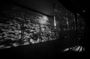 Wang Huang Sheng, Bounds, Video, 2017, Installation 600 × 340 × 200 cm, Barbed Wire, Mechanical Devices © Wang Huang Sheng