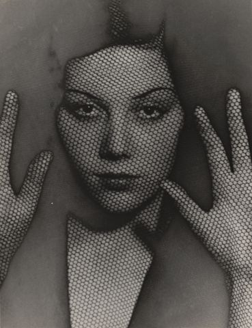 Man Ray,  The Veil, 1930, Silbergelatineabzug, The Museum of Modern Art, New York. Gift of James Thrall Soby © 2017. Digital image, The Museum of Modern Art, New York / Scala, Florenz © MAN RAY TRUST/ Bildrecht, Wien, 2017/18